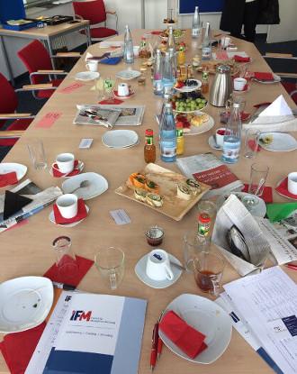 Der Tisch am Ende des IFM-Wissensbrunch im April 2017