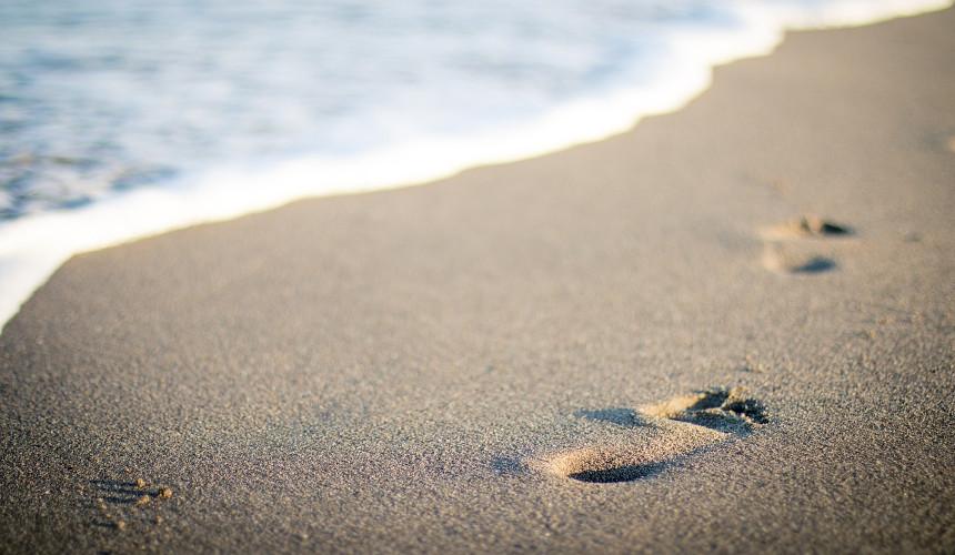 Fußspuren auf dem Strand
