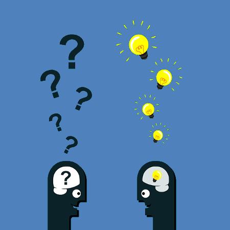 Zwei Köpfe mit Fragezeichen und Ideen im Gespräch