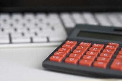 Taschenrechner und Tastatur