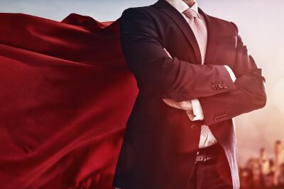 Superheld mit Anzug und Cape