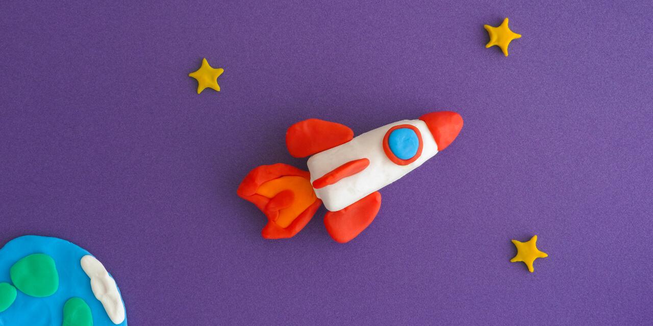 Soft Skills kann man sich wie eine bunte Rakete aus Knete vorstellen
