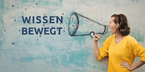 """Coole Frau mit Megafon ruft das IFM-Motto """"Wissen bewegt"""" aus"""