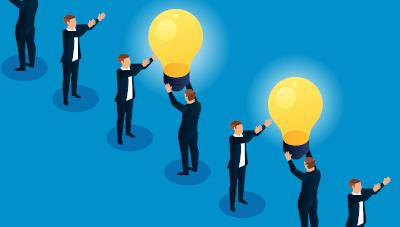 Business-Männer geben Wissen (Glühbirnen) weiter