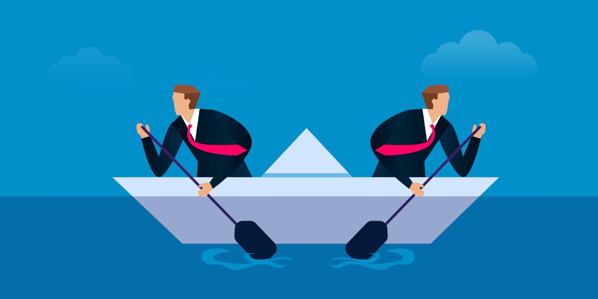 Konfliktmanagement im Unternehmen: Zwei Mitarbeiter paddeln in unterschiedliche Richtungen